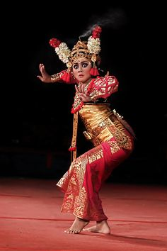Untitled by acin ST on Bali Lombok, We Are The World, People Of The World, Bali Girls, Indonesian Art, Dance Movement, Dance Fashion, Barong, Dance Art