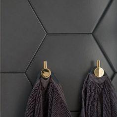 Klinker Hexagon Black mm - Golvpoolen - Lilly is Love Budget Bathroom, Bathroom Renovations, Room Interior, Interior And Exterior, Arch House, Brick Tiles, Retail Store Design, Swedish House, Dream Bathrooms