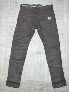 Skinny Pants . Waste deep butt pocket is characterized . Hemp is a 100% thick denim fabric . I am dyed in such cypress. It is for the boys , but you also made for women . It is quite narrow hem width 16cm. Please stomach rolled up .