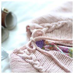 Softis-jakke / Sundae Jacket (Norwegian and English version) – paelas Knitting For Kids, Baby Knitting Patterns, Knit Baby Sweaters, Patchwork Patterns, Textiles, Lana, Knitwear, Knit Crochet, Newborn Girls