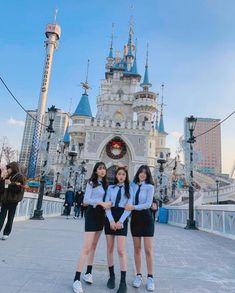 Image may contain: 3 people, people standing and outdoor Age Of Youth, Ulzzang Korean Girl, Bff Pictures, Soyeon, Cute Korean, School Uniform, Japanese Fashion, Friends Forever, Photo Poses