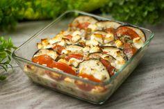 Der vegetarische Auberginen-Auflauf ist einfach zu kochen. Außerdem benötigt man keine aufwendigen Zutaten. Das Gericht ist also low carb und glutenfrei