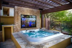 Contemporary hot tub with fence, exterior tile floors, gate, pathway. Indoor Jacuzzi, Jacuzzi Tub, Backyard Pool Designs, Pergola Designs, Dream Home Design, House Design, Hot Tub Room, Pergola Cost, Piscina Interior