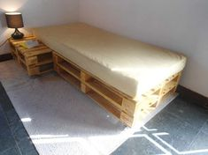 Cool Pallet Bed Frame with Lights Pallet Bedframe, Diy Pallet Bed, Wooden Pallet Furniture, Diy Bed, Recycled Furniture, Ikea Deco, Diy Casa, Diy Home Decor, Bedroom Decor
