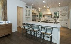 @Jan Wilke Lee Schultheis share -  dazzling white subway w Carrera Marble #tile #countertop #kitchendesign