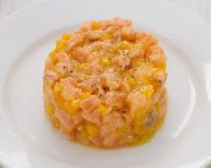 Tartare de saumon light express à l'orange : http://www.fourchette-et-bikini.fr/recettes/recettes-minceur/tartare-de-saumon-light-express-a-lorange.html