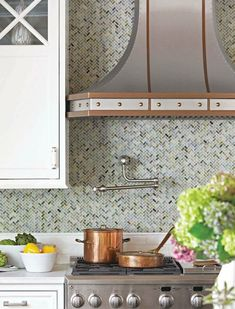 Beautiful backslash and hood White Tile Backsplash, Kitchen Backsplash, Backsplash Ideas, Kitchen Flooring, Backsplash Design, Herringbone Backsplash, Tile Ideas, Kitchen Cabinets, Grey Kitchens