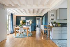 Maison Lyon: 120 renovation for a family Turquoise Room, Bleu Turquoise, Apartment Color Schemes, Mcm House, Home Board, Interior Decorating, Interior Design, Home Decor Trends, Contemporary Decor