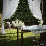 Bérelhető natúr fa háttér esküvői szertartáshoz