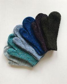 Каких цветов только не были мои варежки, разве что серо-буро-малиновые😈 #my_woolens #knit #knitting #mittens#варежки#вязание#твид