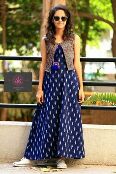 Women's kurtis online: Buy stylish long & short kurtis from top brands like BIBA, W & more. Explore latest styles of A-line, straight & anarkali kurtas. Long Dress Design, Dress Neck Designs, Stylish Dresses, Casual Dresses, Fashion Dresses, Indian Gowns Dresses, Pakistani Dresses, Look Fashion, Indian Fashion