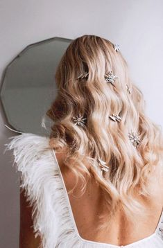 Stardust in your Hair | Wedding Hair | THE ART OF | CREATIVE COMMUNITY | lovetheartof.com star hair clip ornament detail PINTEREST: @eva_darling