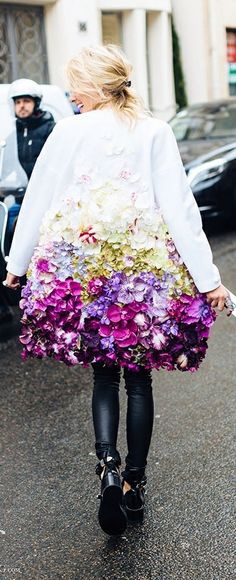 not very practical, difficult to sit etc. but a wonderful idea... The coat of flowers : Paris <3