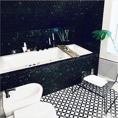 Innebygget Nemo 190 med massasjesystem fra Interform.  Badet er designet av @ssh_husdesign 📸 SYLWIA S.HJULSTAD Bath Mat, Bathroom Ideas, Bathtub, Home Decor, Standing Bath, Bathtubs, Interior Design, Home Interior Design, Bath