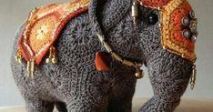En cherchant des modèles d'Amigurimis (petites miniatures d'origine japonaise au crochet), pour ma voisine, je suis tombée sur ce modèle d'... Crochet Elephant Pattern, Crotchet Patterns, African Flower Crochet Animals, Crochet Flowers, Graphic 45, Site Russe, Ravelry, Crochet Ball, Miniatures