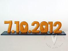 Hochzeitsdatum - Personalisierte Schriftzug für die Hochzeit - Hochzeitsdeko - Hochzeitsideen - www.tortenfiguren.at Company Logo, Logos, Decor, Script Logo, Decoration, Logo, Decorating, Deco