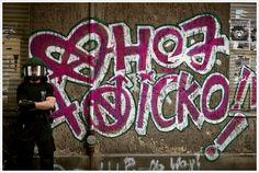 """Fábricas de Cultura da zona leste recebem grafiteiro ISE e exibem filme """"Cidade Cinza"""" para também discutir acesso a cinema"""