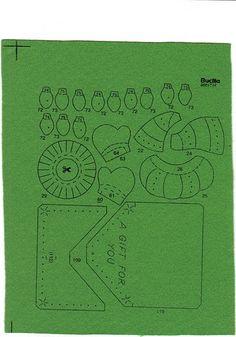 Manualidades y decoraciones para Navidad. Tutoriales botas de Navidad, coronas, ornamentos para el arbol de navidad, juegos de baño navideños. Felt Christmas Stockings, Felt Ornaments, Album, Free, Pictures, Dyi Crafts, Ideas Para, Christmas Crafts, Craft Tutorials