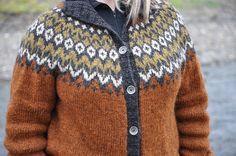 Ravelry: Project Gallery for Riddari pattern by Védís Jónsdóttir Knitting Sweaters, Hand Knitted Sweaters, Sweater Knitting Patterns, Hand Knitting, Fair Isle Knitting, Knit Cardigan, Knits, Ravelry, Free Pattern