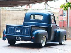 old pickup trucks Vintage Pickup Trucks, Classic Pickup Trucks, Old Ford Trucks, Gm Trucks, Lifted Trucks, Hot Rod Trucks, Cool Trucks, Performance Vw, 1952 Ford Truck