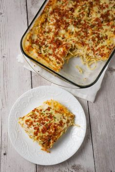 Bacon Cream Cheese Baked Spaghetti is a delicious pasta recipe loaded with crumbled bacon Philadelphia Whipped Chive cream cheese and mozzarella cheese. Cream Cheese Spaghetti, Creamy Spaghetti, Baked Spaghetti, Spaghetti Recipes, Spaghetti Sauce, Spaghetti Casserole, Baked Salsa Chicken Recipe, Baked Pasta Recipes, Diet Recipes