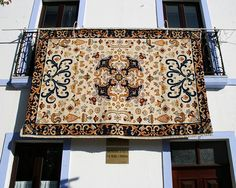 portuguese embroidery- Tapete de Arraiolos Global Village, Good Things, Lovely Things, Portuguese, Decoration, Carpet, Needlepoint, Grande, Textiles