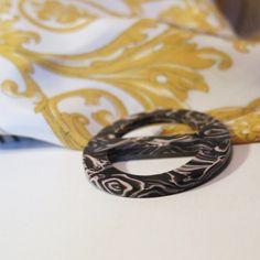 Elegantná ručne brúsená spona na šatku zo živice - farba12