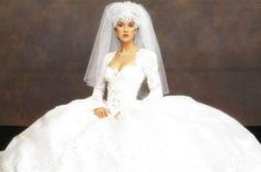 Celin DeonWhile Celine Dion's wedding dress was not the most offensive thing the Canadian singer has ever worn, the headpiece she donned during her December 1994 wedding to manager Rene Angelil may have been.