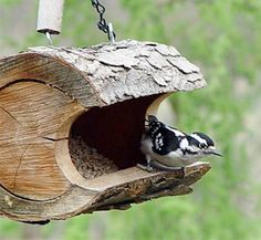 There are a lot of different kinds of cool bird feeders that may be bought these days. Moreover wild bird food is really cheap and will entice a number of birds. There are various species of birds that can you feed in this cute bird feeder ideas. Rustic Bird Feeders, Unique Bird Feeders, Diy Bird Feeder, Hanging Bird Feeders, Bird Feeder Stands, Bird House Feeder, Garden Projects, Wood Projects, Bird House Kits