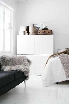 IKEA Besta cabinet chests hanging on the wall 1