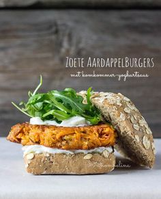 Vegetarian sweet potato burgers served with a cucumber yogurt sauce. Healthy Diet Recipes, Clean Eating Recipes, Raw Food Recipes, Veggie Recipes, Vegetarian Recipes, Healthy Eating, I Love Food, Good Food, Yummy Food