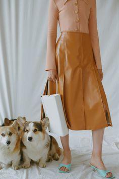 A.W.A.K.E. MODE Resort 2020 Collection - Vogue Vogue Paris, Backstage, Pencil Skirt Outfits, Winter Trends, Vogue Russia, Fashion Show Collection, Mannequins, Ladies Dress Design, Runway Fashion