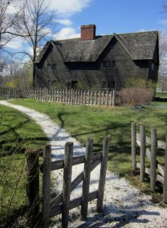 England Houses, New England Homes, New England Style, Country Home Exteriors, Colonial House Exteriors, Saltbox Houses, Old Houses, Gloucester House, Early American Homes