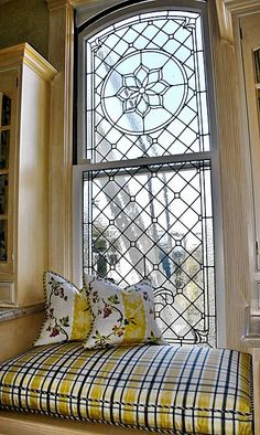 Window seat with leaded glass window. Love the leaded glass window! Interior And Exterior, Interior Design, Deco Originale, Deco Design, Stained Glass Windows, Windows And Doors, Sweet Home, House Design, Architecture