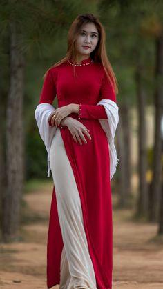 Sexy Outfits, Sexy Dresses, Kurta Designs Women, Blouse Designs, Fashion Tights, Saree Fashion, Asian Lingerie, Vietnamese Dress, Beautiful Asian Women