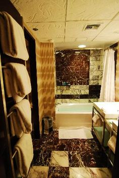Disney's Contemporary Resort Bathroom!! Disney Resorts, Disney Vacations, Dream Vacations, Disney World Fl, Disney Parks, Disney Love, Disney Magic, Disney Contemporary Resort, Hong Kong Disneyland
