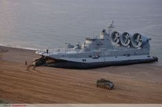 """Zubr class LCAC – NATO reporting name: """"Pomornik"""", the worlds largest hovercraft //"""