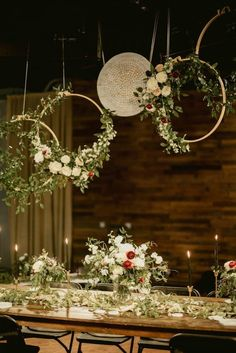 From arrangements hanging above the reception to unforgettable ceremony backdrops, these wedding floral installations are larger than life! #weddingfloral