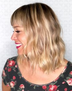 When it comes to flirty & fun, medium hairstyles with bangs have you covered. Check out the latest looks for medium-length hair & get some bangspiration! Blonde Hair With Bangs, Bangs With Medium Hair, Blonde Hair Blue Eyes, Dark Hair, Medium Hair Styles, Curly Hair Styles, Brown Blonde, Blonde Brunette, Red Hair