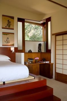 Asian Bedroom Design: Exoticness from Far East: Wooden Bedroom Cabinet For Bold Japanese Asian Bedroom Ideas Asian Style Bedrooms, Asian Bedroom Decor, Asian Home Decor, Bedroom Ideas, Bedroom Photos, Bedroom Layouts, Modern Bedroom Design, Contemporary Bedroom, Japanese Inspired Bedroom