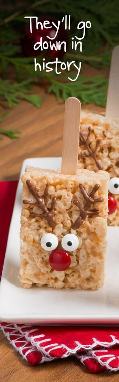 Let these red-nosed Reindeer Pops, made with Rice Krispies®, be your guide to easy-peasy treats that are perfect for the holidays. #RiceKrispies #HolidayBaking #HolidayTreats #EdibleGifts #Reindeer #Pops