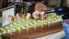 Top catering chefs say DIY desserts, mini desserts and adding herbs are top trends Wedding Reception Appetizers, Bubble Drink, Baked Alaska, Ice Cream Floats, Mini Burgers, Diy Tops, Food Stations, Good Food, Fun Food
