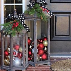 I love this look! Such a great festive way to decorate your doorstep for the holidays  Speaking of did you know our #christmascrates include holiday home decor?  Order yours today while available in the link in our bio