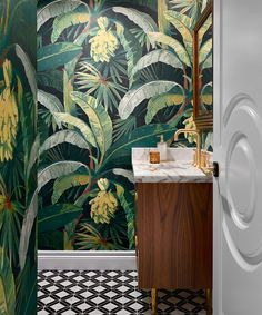 Design house: A modern townhouse in Vancouver, designed by Karin Bohn Small Toilet Room, Guest Toilet, Modern Townhouse, Townhouse Designs, Powder Room Wallpaper, Bathroom Wallpaper, Lavabo Design, Powder Room Decor, Bath Decor
