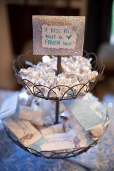 A kiss to melt a frozen heart. LOVE this FROZEN Birthday Party idea. Cute, simple and who doesn't love Hershey kisses! Disney Frozen Party, Frozen Birthday Party, Olaf Party, Frozen Theme Party, 6th Birthday Parties, Birthday Fun, Birthday Ideas, Turtle Birthday, Turtle Party