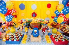 ideas de como puedes decorar tu fiesta con los personajes de la gallina pinta dita desde como poder decorar tus pasteles con los personajes, centros de mesa de la gallina pinta dita en forma de canasta con globos, decora tu mesa de postres con globos en la parte de a tras le puedes hacer la forma de un arco, o flores de globos te dejamos 2 ideas de como poder hacer vestidos con tu tu de la gallina pinta dita a tu hija a qui te dejamos barias ideas de como poder decorar tu fiesta de la…