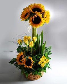 Resultado de imagen para arreglos florales con girasoles y rosas #arreglosflorales