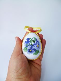 Easter Eggs – Easter eggs, Easter decorations, violets, – a unique product by koserowa on DaWanda Cute Cross Stitch, Cross Stitch Designs, Cross Stitch Patterns, Easter Cross, Bead Crafts, Cross Stitching, Easter Eggs, Needlework, Pansy Flower
