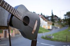 This design offers superb comfort and familiarity with each chord you play.