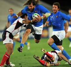 Martin Castrogiovanni charges forward for Italy